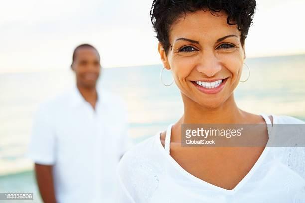 Glückliche Frau Genießen Sie Urlaub
