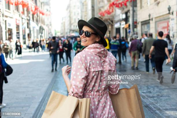 happy woman in a city street  in istanbul with shopping bags - contemporary istanbul foto e immagini stock