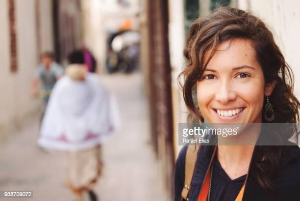 happy woman in morocco - femme marocaine photos et images de collection
