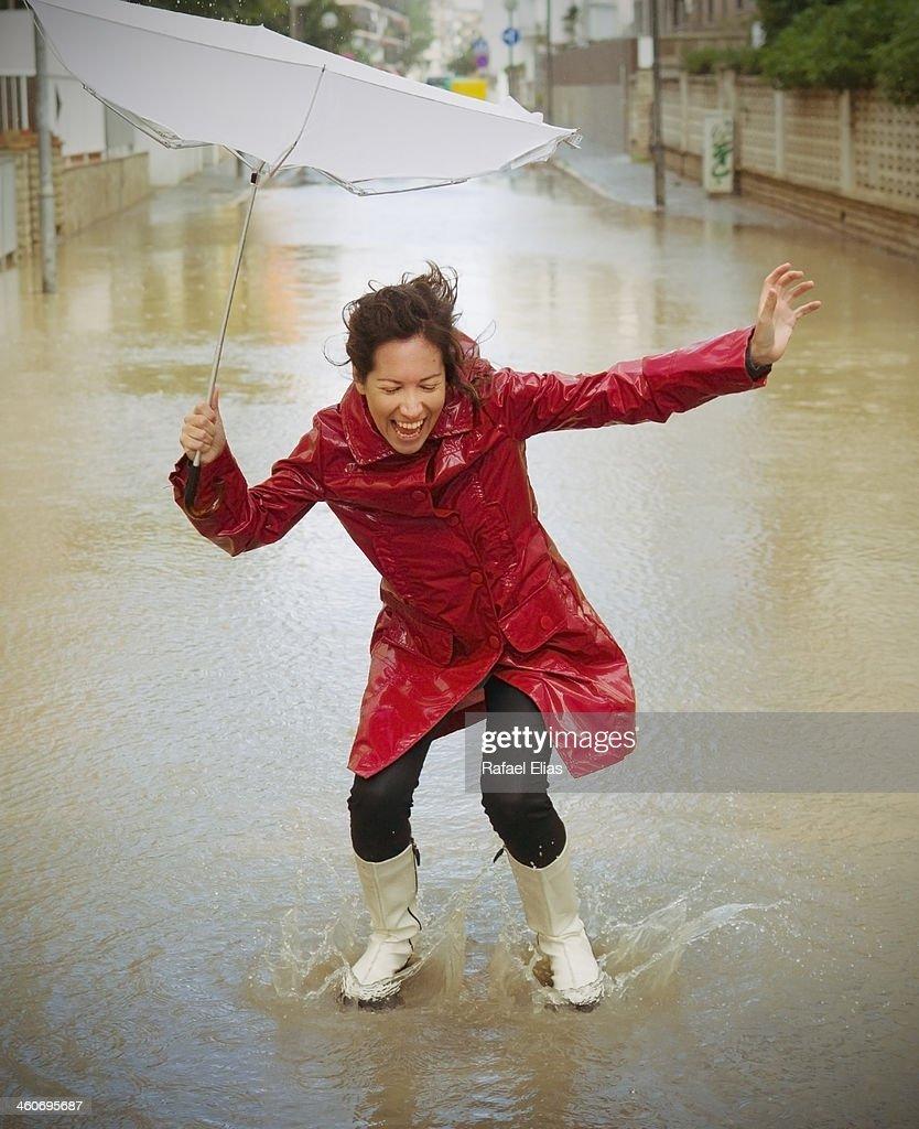 Happy woman in the rain : ストックフォト