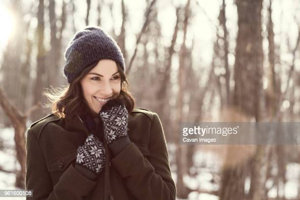 happy woman looking away in forest - jak jas stockfoto's en -beelden