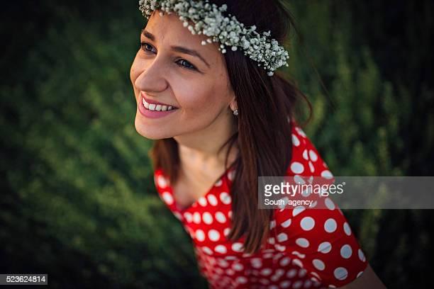 mulher feliz - coroa enfeite para cabeça - fotografias e filmes do acervo