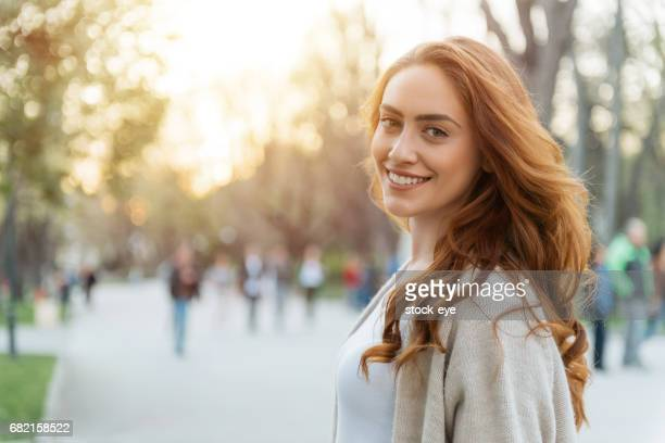 happy woman - young women stock pictures, royalty-free photos & images