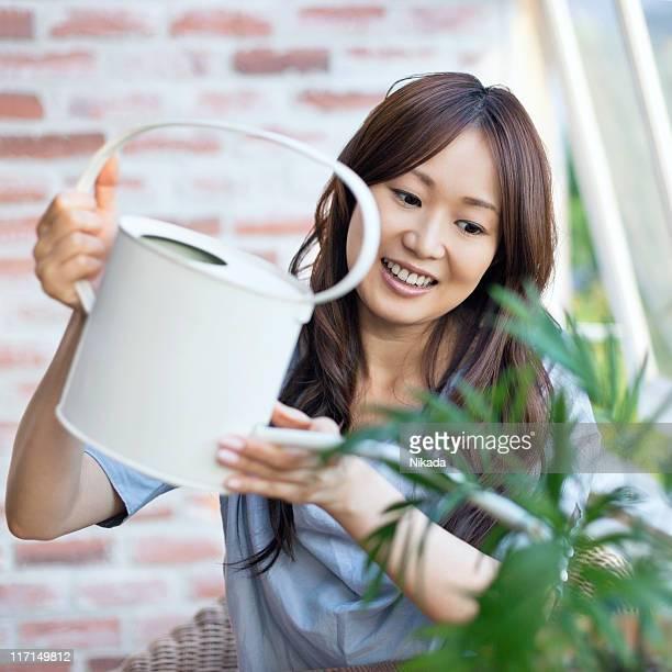 幸せな女性をそそる植物