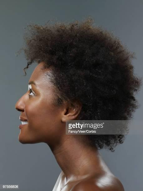 happy woman wearing afro hair style - chica adulta negra espalda desnuda fotografías e imágenes de stock