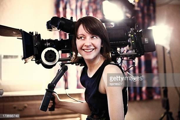 Donna felice con macchina fotografica