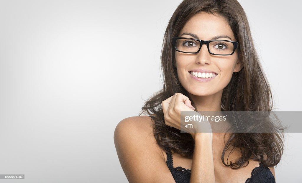 Heureuse femme avec des lunettes, espace de copie (XXXL)