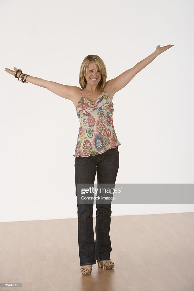 Happy woman with outstreched arms : Stockfoto