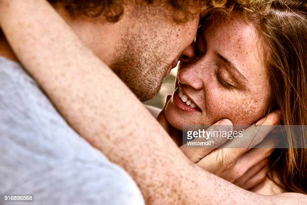 happy young couple hugging - coppia passione foto e immagini stock
