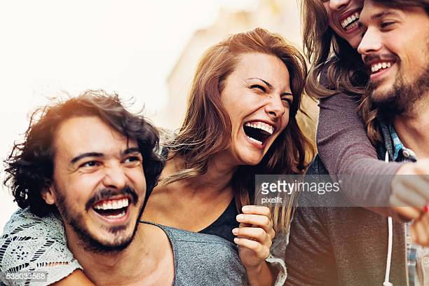 happy young couples - lachen stockfoto's en -beelden