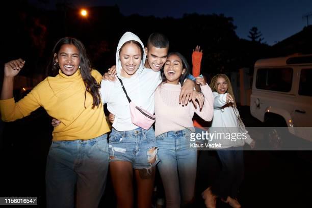 happy young friends dancing at night - 20 24 jahre stock-fotos und bilder