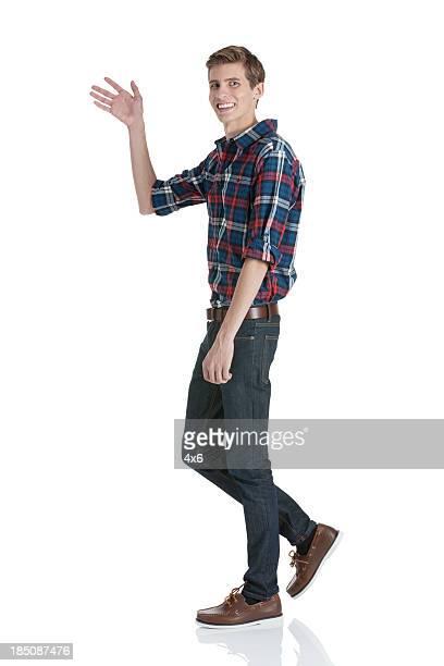 happy young man agitando sus manos - saludar con la mano fotografías e imágenes de stock