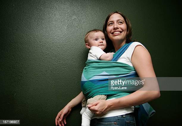 Glückliche junge Mutter und Kind