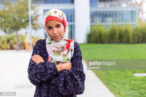 Glückliche junge muslimische Frauen