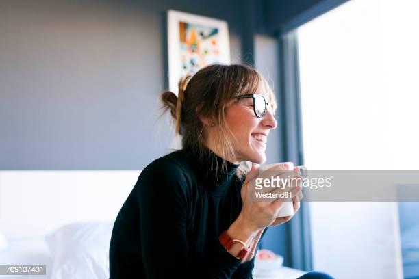 happy young woman at home drinking cup of coffee - café bebida imagens e fotografias de stock