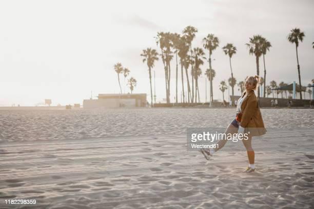 happy young woman on the beach, venice beach, california, usa - venice kalifornien bildbanksfoton och bilder