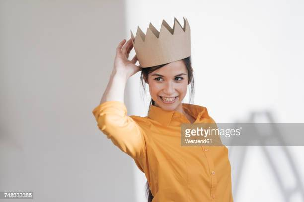 happy young woman with crown on her head - prinzessin stock-fotos und bilder