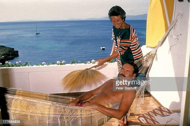 Harald Dietl, Ehefrau Helga, Homestory, Appartment, Palma, Mallorca, Spanien, Europa, entspannen, Entspannung, Palmen-Zweig, Fächer, Aussicht, Meer,...