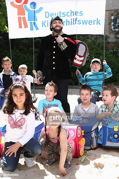 Harald Gloeoeckler poses with kids from kindergarten 'Schneckenhaus' with their new satchels on June 5 2013 in Berlin Germany Gloeoeckler donates...
