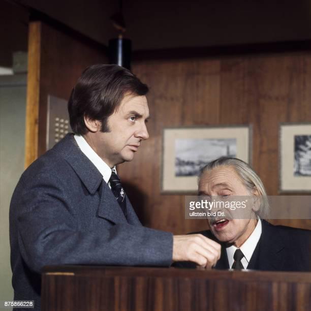 Harald Juhnke und Walter Bluhm bei TVAufnahmen zu Unter einem Dach