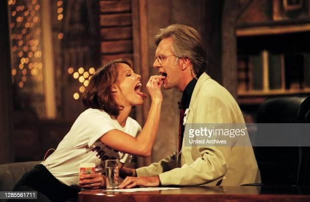 Harald-Schmidt-Show, Unterhaltungstalkshow, Deutschland 1995 - 2003, Gaststar: amerikanische Schauspielerin Alexandra Paul und Harald Schmidt.