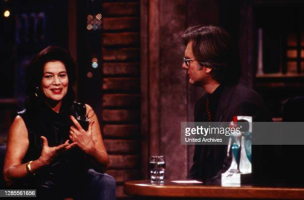 Harald-Schmidt-Show, Unterhaltungstalkshow, Deutschland 1995 - 2003, Sendung vom 8. Dezember 1995, Harald Schmidt mit Gaststar Hannelore Elsner.