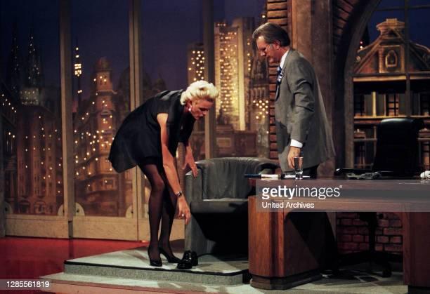 Harald-Schmidt-Show, Unterhaltungstalkshow, Deutschland 1995 - 2003, Gaststar: Schauspielerin Brigitte Nielsen und Harald Schmidt.