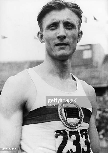 Harbig Rudolf Leichtathlet D Weltrekorde über 400 m 800 m 1000 m im Trikot des Dresdner SC nach seinem Sieg über 800 m bei den Deutschen...