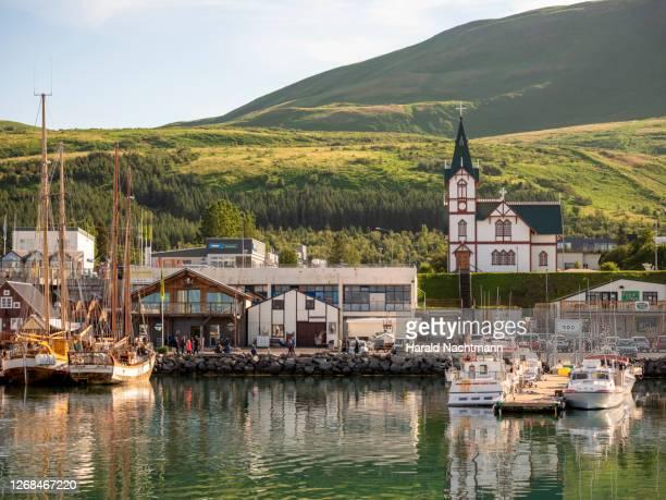 harbor at skjálfandi bay, husavik, northeastern region, iceland - iceland stock pictures, royalty-free photos & images