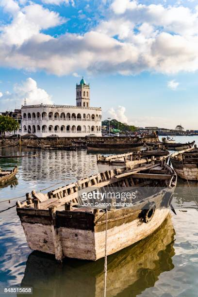 harbor bay and central mosque in moroni - indian ocean stock pictures, royalty-free photos & images