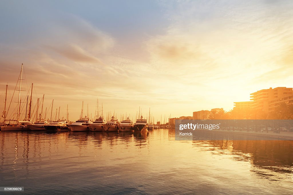 Porto de Palma de Maiorca, na luz da tarde : Foto de stock