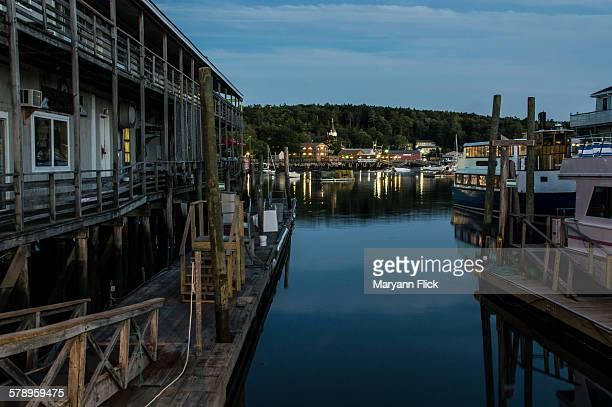 harbor lights - ブースベイハーバー ストックフォトと画像