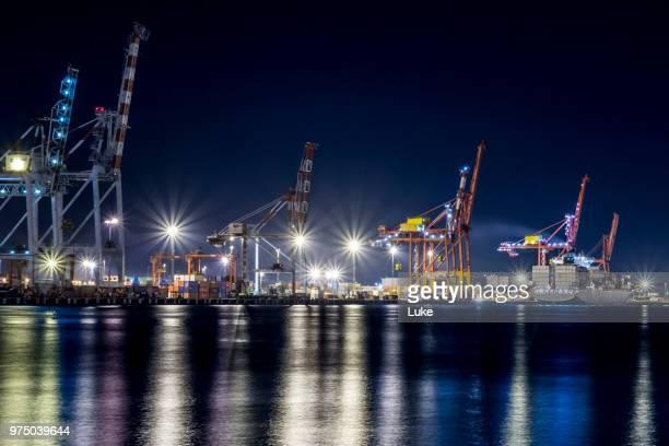harbor with construction machinery at night, fremantle, perth, australia - フリーマントル ストックフォトと画像