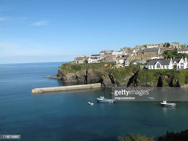 harbour in port isaac, cornwall - port isaac stock pictures, royalty-free photos & images