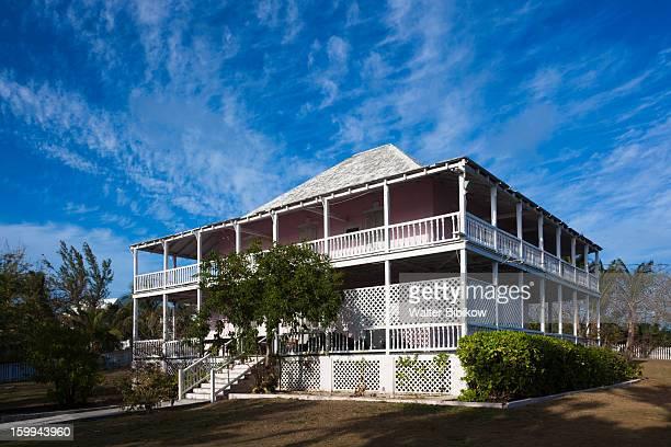 harbour island,  bahamas, commisioners house - ダンモアタウン ストックフォトと画像