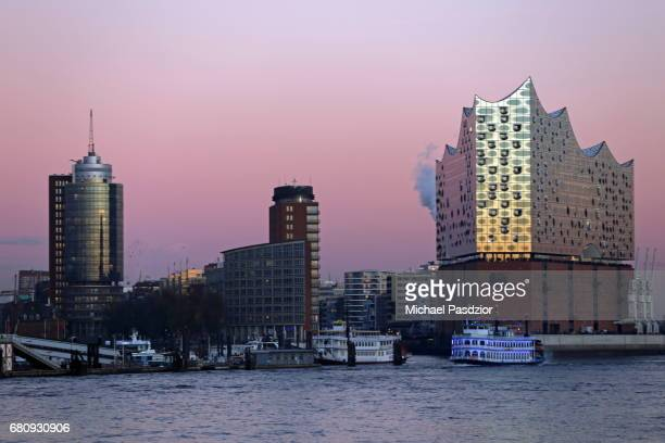 HarbourCity-skyline with Elbphilharmonie at dusk
