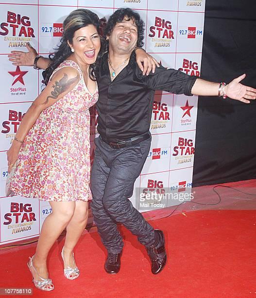 Hard Kaur and Kailash Kher at BIG STAR Entertainment Awards '10' at Bhavan's Ground Andheri on December 21 2010