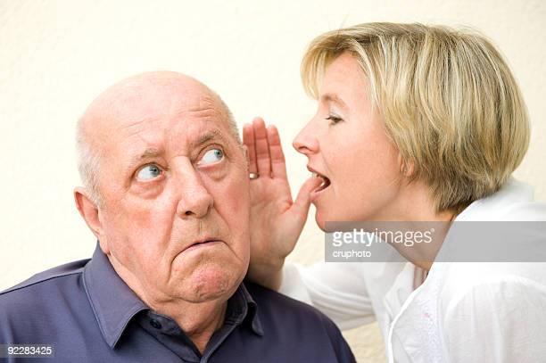 Homem com deficiência auditiva