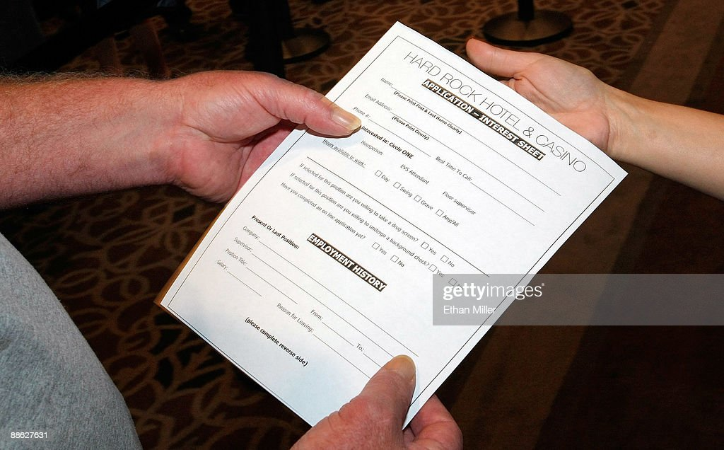 Hard Rock Bartender Lisa Troutman R Hands Out Job Lications During A Two