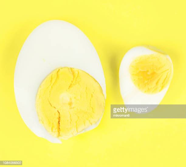 hard-boiled chicken egg and quail egg, (small and big) - hard boiled eggs stock pictures, royalty-free photos & images
