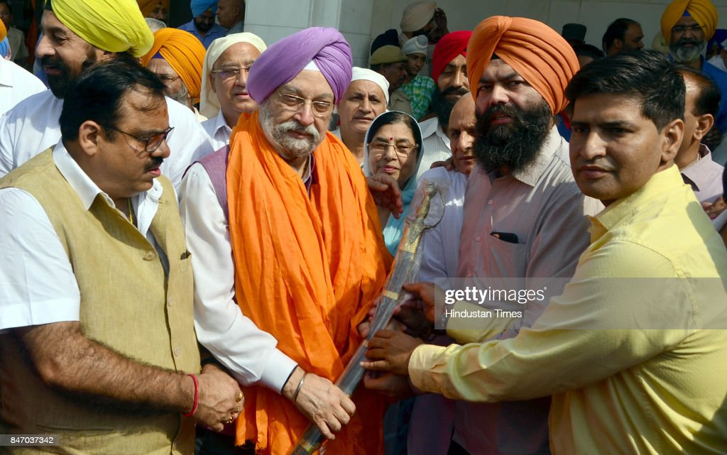 Hardeep Singh Puri Minister of State in the Ministry of Housing and Urban Affairs welcomed by BJP workers after paying obeisance at Golden Temple on..