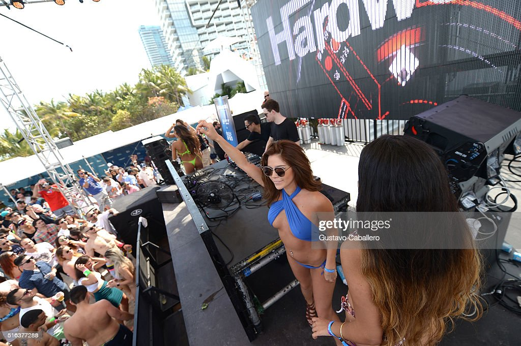 Hardwell performs at SiriusXM's 'UMF Radio' Broadcast Live From The SiriusXM Music Lounge at 1 Hotel South Beach at 1 Hotel South Beach on March 18, 2016 in Miami, Florida.
