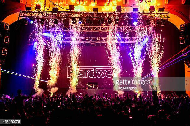 Hardwell pictures and photos getty images hardwell performs on stage hours after being crowned dj mag no1 dj in the world for thecheapjerseys Choice Image
