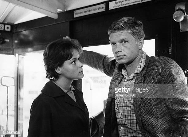 Hardy Krüger*Schauspieler Autor Dmit Loni von Friedl in'Zwei unter Millionen' 1961
