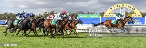 Haripour ridden by Michael Dee wins the bet365 Official Price Guarantee Golden Mile at Bendigo Racecourse on March 30 2019 in Bendigo Australia