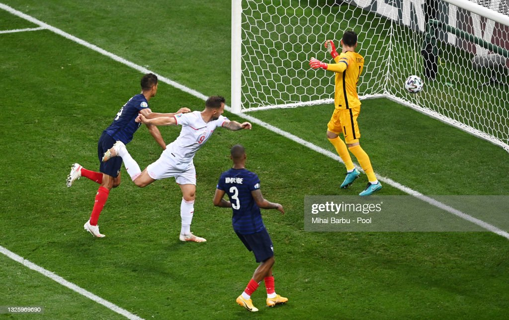 France v Switzerland - UEFA Euro 2020: Round of 16 : Photo d'actualité