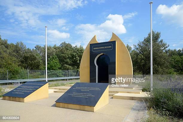 harki monument jouques provence - jouques photos et images de collection