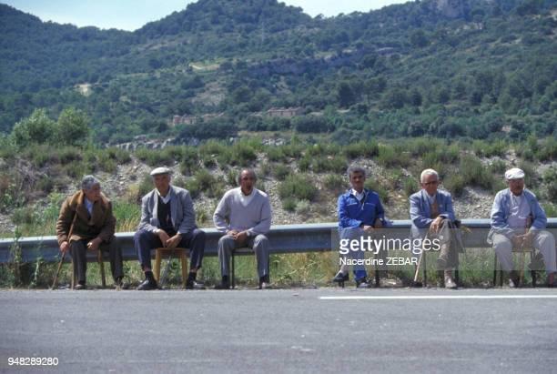 Harkis sur le bord de la route en juillet 1993 à Fouques France