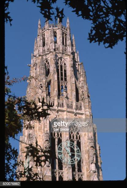 harkness tower at yale university - yale university stock pictures, royalty-free photos & images