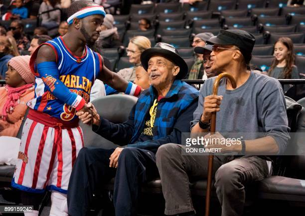 Harlem Globetrotter's Hot Shot Swanson greets fans at the Barclays Center December 26 2017 in New York Known as the 'Michael Jordan of dwarf...